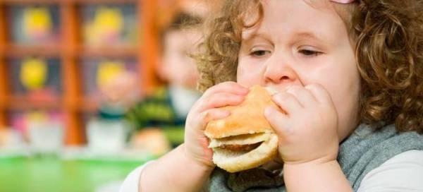 چاقی در کودکان و راهکارهای از بین بردن و مقابله کردن با آن