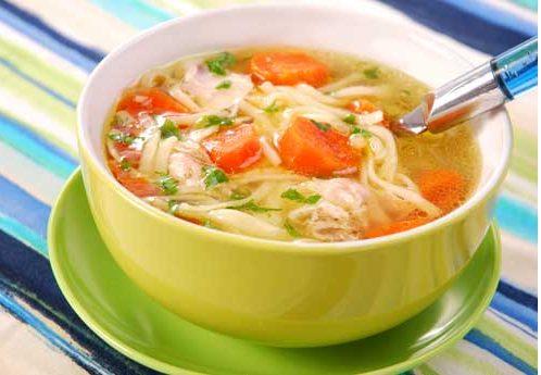 غذاهایی را که در این مرحله می خورید از بین غذاهایی انتخاب کنید که به راحتی به شکل مایع در می آیند: