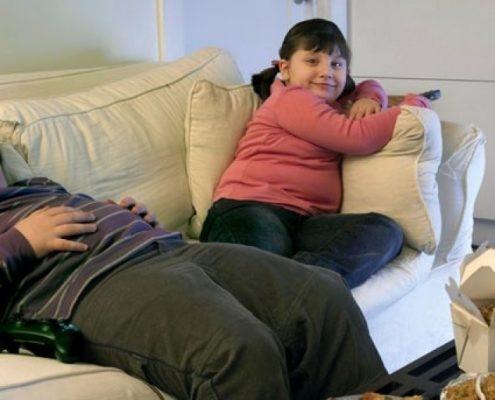 اگر فرزندشان دارای اضافه وزن می باشد، چون در سن رشد قرار دارد
