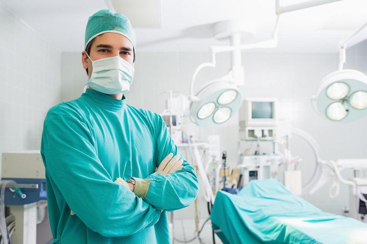 داروهایی که باید قبل از جراحی استفاده از آن ها را کنار بگذارید کدام ها هستند؟