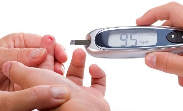 در آزمایش قند خون ناشتا نیز باید بین ۸ تا ۱۶ ساعت قبل از انجام این آزمایش ناشتا باشیم