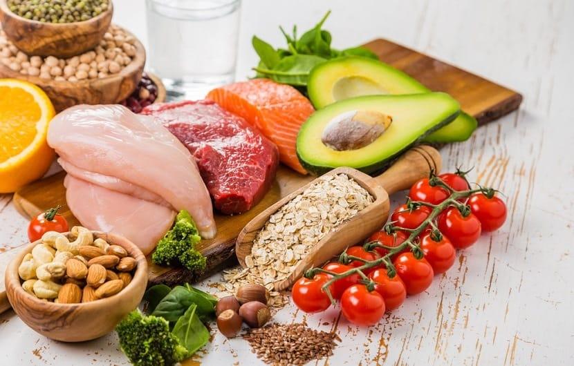 حداقل 4 ساعت از خوردن آخرین وعده ی غذایی با زمان خواب تان فاصله وجود داشته باشد.