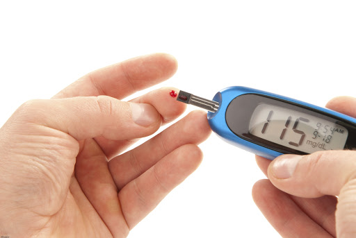 بررسی میزان پروتئین و آلبومین دفع شده از بدن فرد در آزمایش ادرار بیست و چهار ساعته چگونه است؟