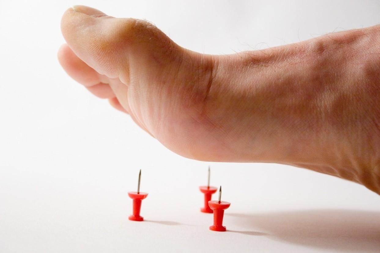 این صدمه ها عمدتا در ناحیه ی پای افراد دیده می شوند