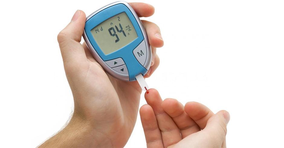 علت به وجود آمدن افت سطح قند خون در افراد بالای پنجاه سال چیست؟