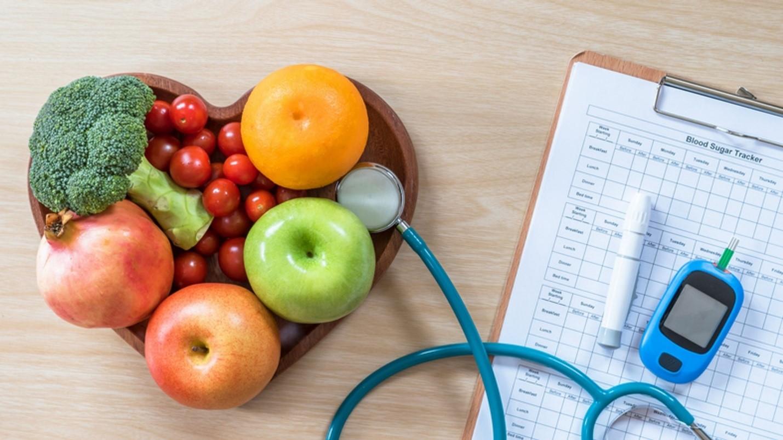 کاهش میزان شیر دریافتی در برنامه ی روزانه ی مادر باردار به نسبت قبل چطور می تواند برای کنترل کردن بیماری دیابت وی کمک کننده باشد؟