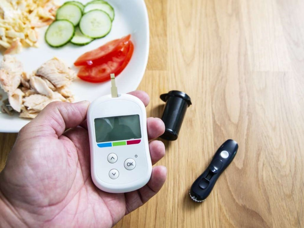 چگونه در اختیار داشتن همه ی وعده های غذایی برای مادر باردار و عدم حذف کردن وعده های غذایی می تواند به کنترل دیابت بارداری کمک کند؟