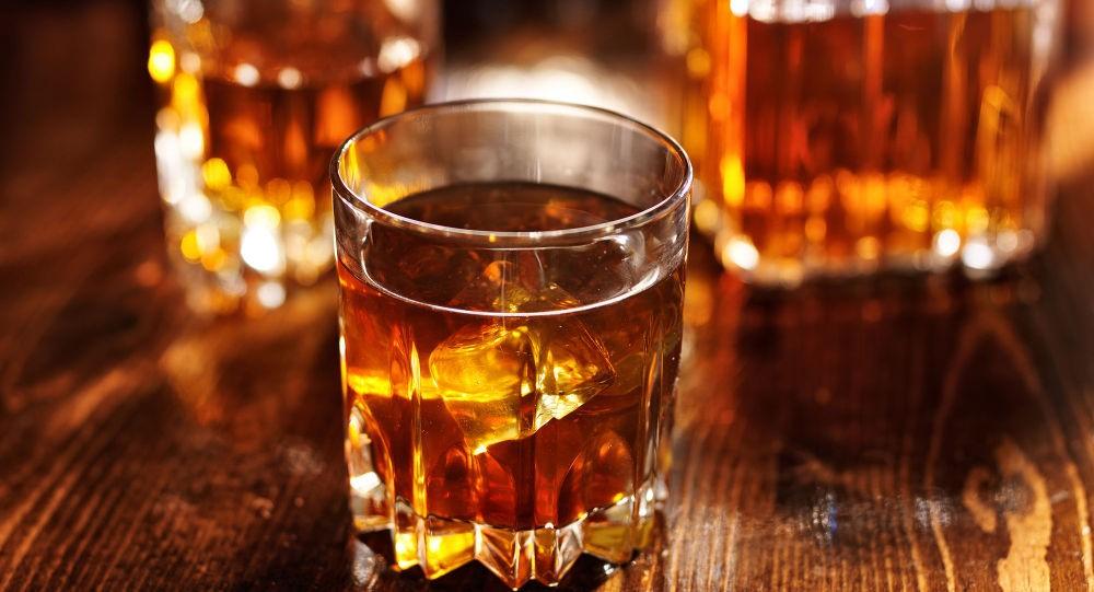 در مصرف نوشیدنی الکلی زیاده روی نکنید