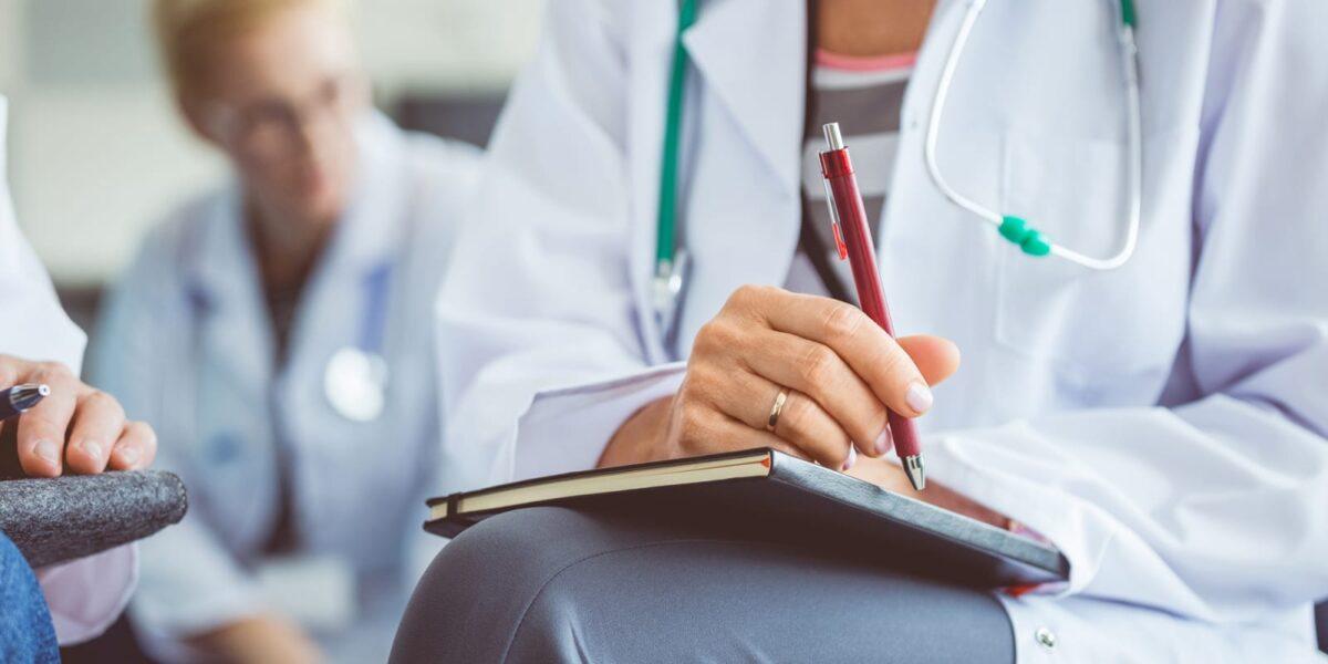 اطمینان از مدرک پزشک