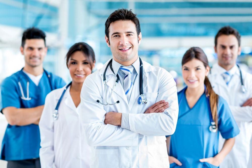 اغلب پزشکان جراح در زمینه فعالیت خود بسیار مشهور و پرآوازه میباشند