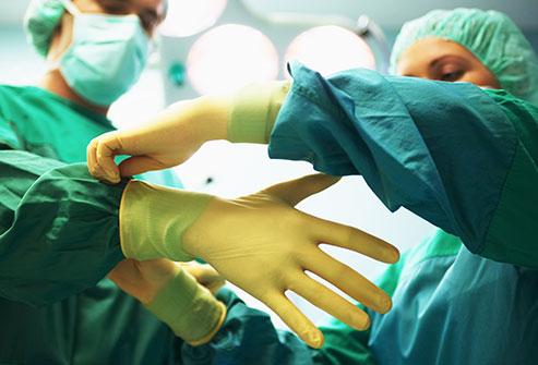 حتما برای تصمیمگیری در رابطه با نوع جراحی از دکتر مهدی سلیمی مشورت بگیرید
