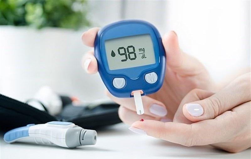 سایر علائم شایع دیابت نوع 1 شامل ضعف، گیجی، تهوع و استفراغ است