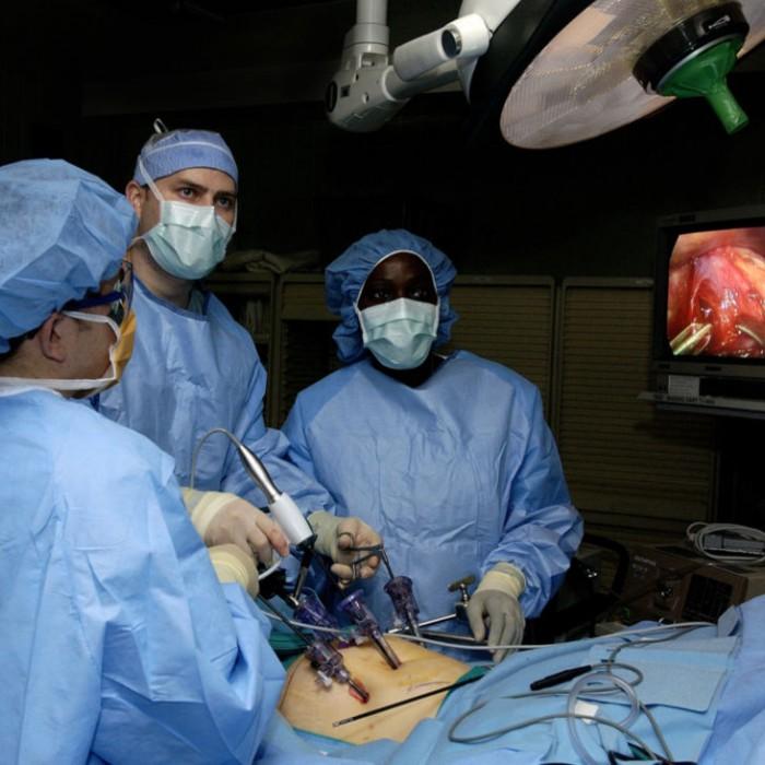در صورت بروز چه مشکلاتی بعد از جراحی لاپاراسکوپی باید فورا به پزشک مراجعه کرد؟